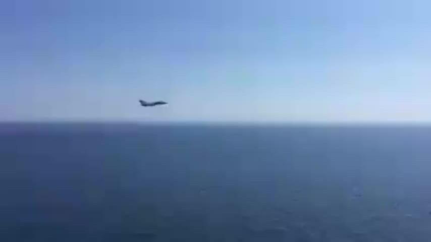 Su-24 của Nga lượn sát tàu sân bay Tây Ban Nha