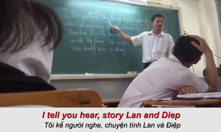 Thầy giáo dạy học sinh hát 'Chuyện tình Lan và Điệp' bằng tiếng Anh