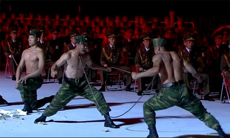 Quân nhân Triều Tiên phô diễn thể lực tại hội thao