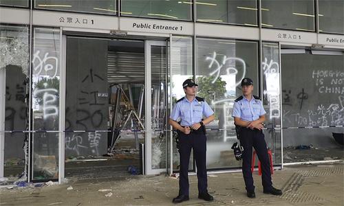 Cảnh sát phong tỏa trụ sở Hội đồng Lập pháp Hong Kong