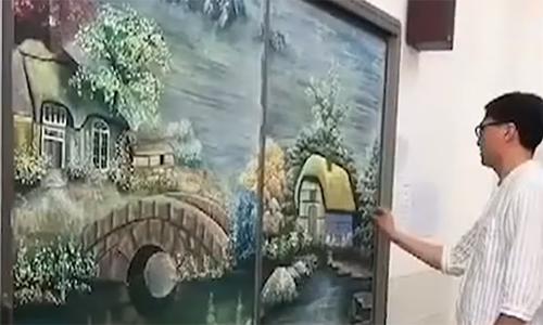 Thầy giáo Trung Quốc trổ tài vẽ tranh phong cảnh bằng phấn bảng