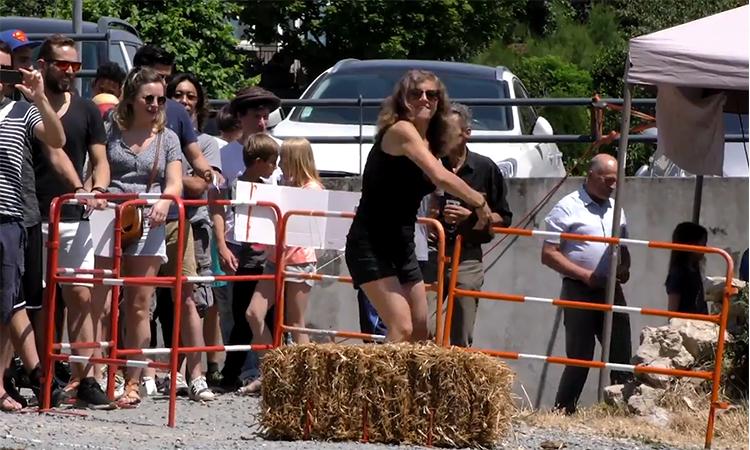 Giải vô địch ném phân bò khô tại Pháp