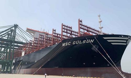 Tàu container trọng tải lớn nhất thế giới ra khơi