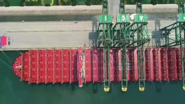 Tàu chở hàng tải trọng lớn nhất thế giới của Thụy Sĩ lần đầu xuất cảng