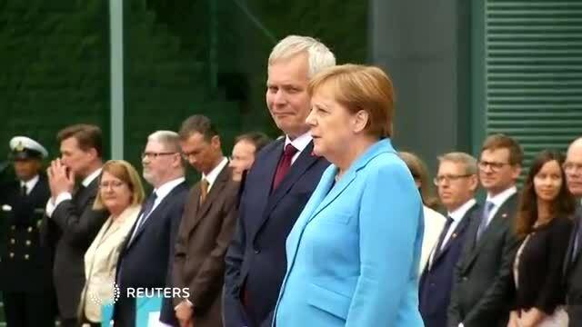 Thủ tướng Đức run lẩy bẩy lần thứ ba trong vòng một tháng