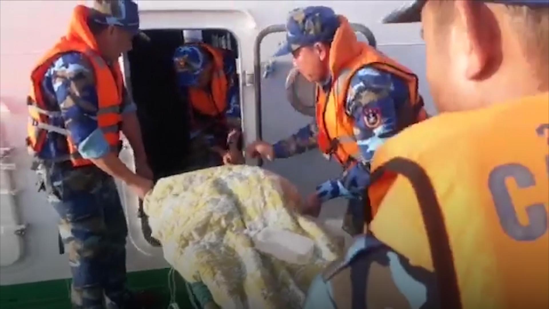 Bác sĩ đi tàu ra đảo Bạch Long Vĩ mổ cấp cứu cho sản phụ