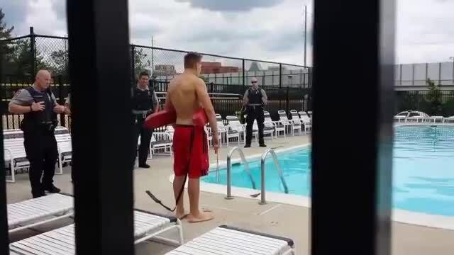 Người suýt chết đuối ở Mỹ kiện cảnh sátvì cứu mình quá muộn