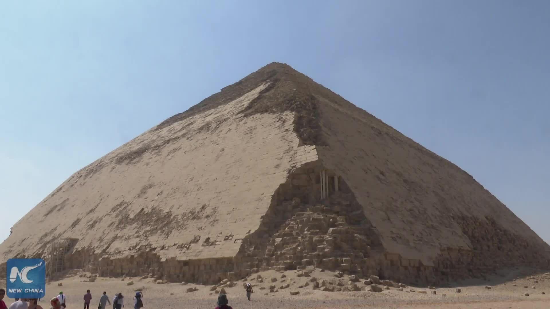 """Ai Cập mở cửa """"kim tự tháp cong"""" hơn 4.600 năm tuổi"""