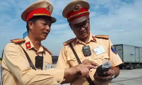 CSGT dùng camera gắn ngực xử lý vi phạm