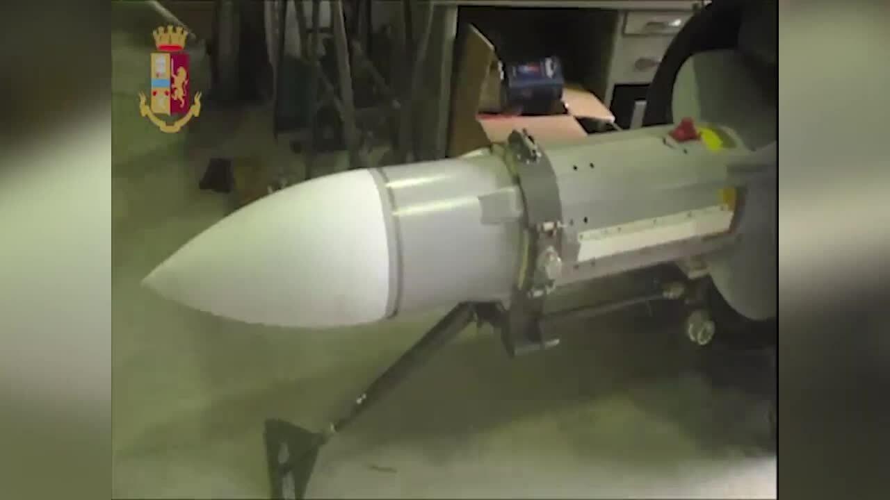 Italy tịch thu tên lửa tiêm kích từ nhóm cực hữu