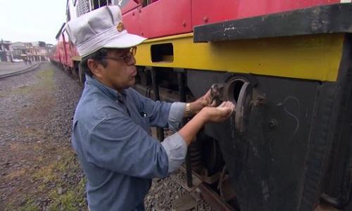 Vật liệu giúp tàu hỏa Ecuador bám đường ray khi lên núi dốc