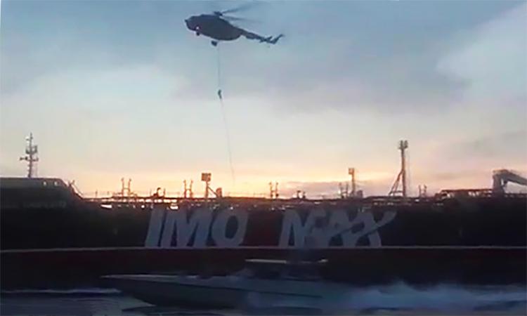 Vệ binh Quốc gia Iran công bố video bắt tàu dầu Anh