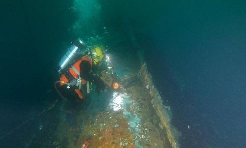 Thợ lặn hút 1,7 triệu lít dầu từ xác tàu thời Thế chiến II