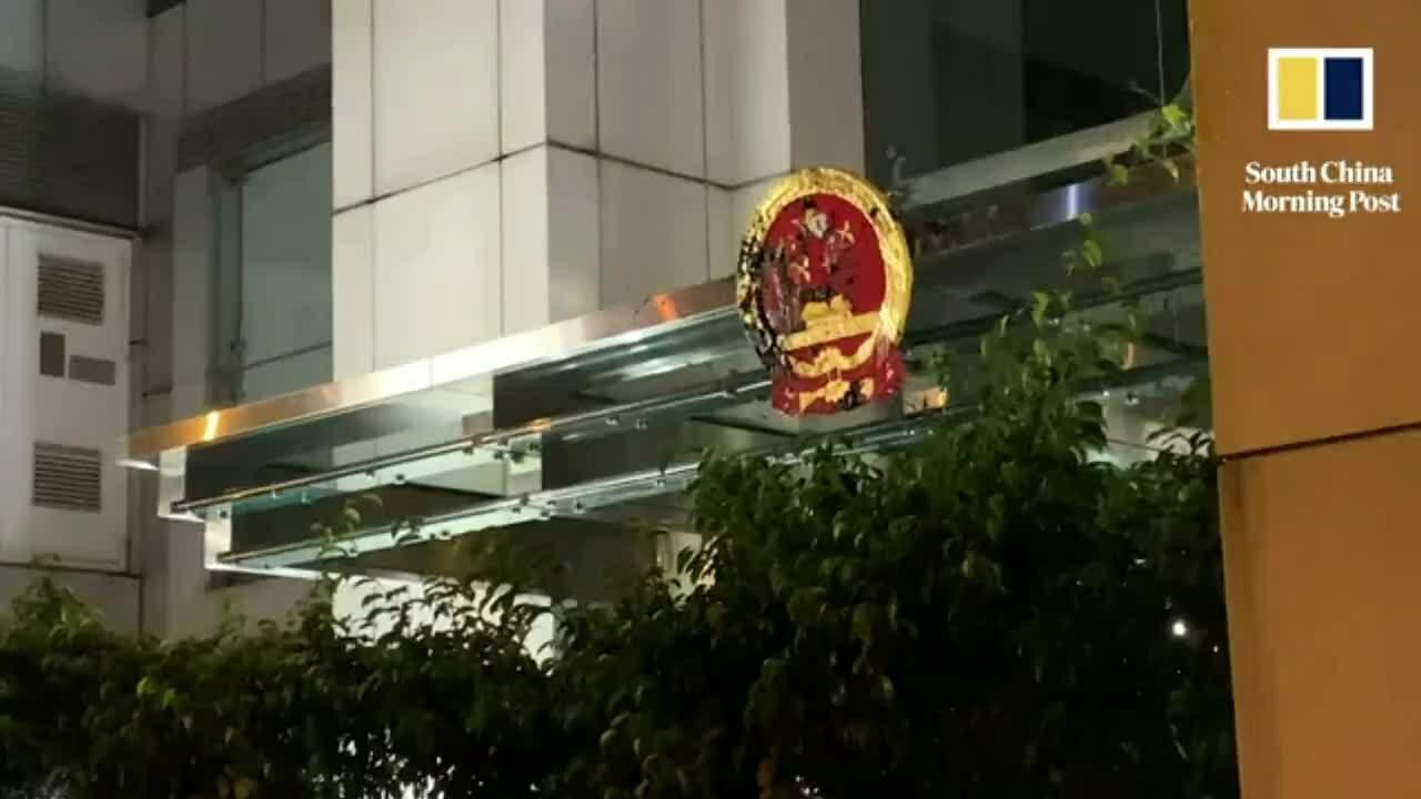 Người biểu tình tấn công văn phòng Bắc Kinh tại Hong Kong