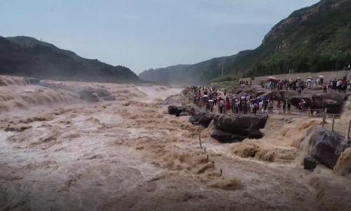 Thác nước lớn thứ hai Trung Quốc chảy cuồn cuộn vào mùa lũ