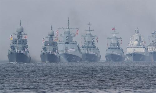 Dàn chiến hạm Nga duyệt binh kỷ niệm 323 năm thành lập hải quân