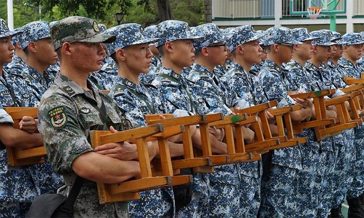 Thiếu niên Hong Kong tham gia trại hè của quân đội Trung Quốc