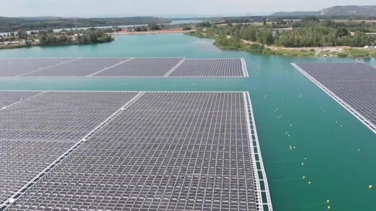 Pháp vận hành trạm năng lượng mặt trời nổi lớn nhất châu Âu