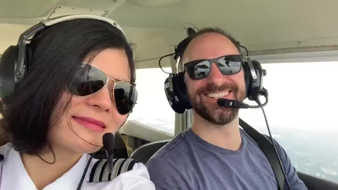 Nữ phi công Mỹ gốc Việt muốn bay một mình vòng quanh thế giới