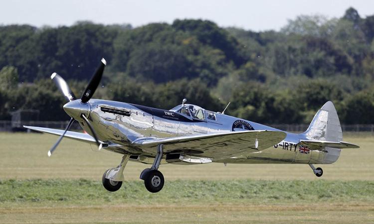Phi công Anh bay quanh thế giới trên tiêm kích Thế chiến II