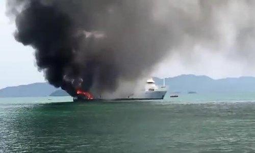 Siêu du thuyền gần 8 triệu USD bốc cháy tại Thái Lan