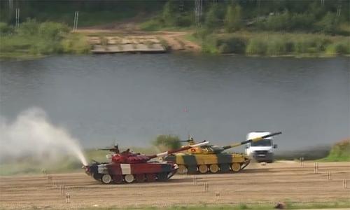 Nỗ lực bứt phá của đội xe tăng Việt Nam khiến bình luận viên Nga trầm trồ