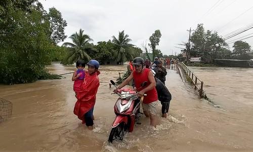 Nước ngập lênh láng khắp Phú Quốc