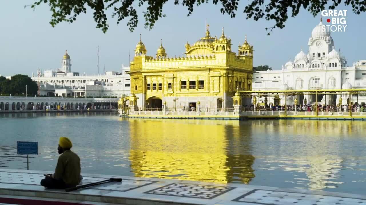 Đền thờ mạ vàng cung cấp 100.000 suất ăn miễn phí mỗi ngày