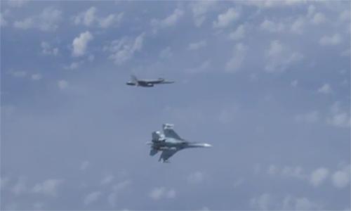 Su-27 đuổi F/A-18 bay gần chuyên cơ Bộ trưởng Quốc phòng Nga