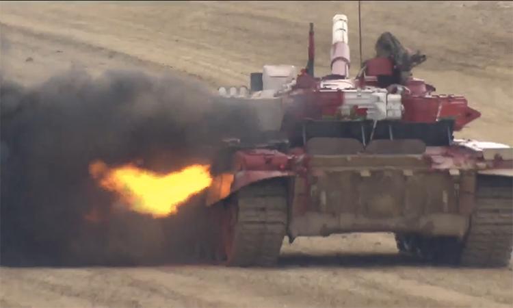 Xe tăng T-72 Belarus cháy động cơ khi đua vòng bán kết tại Nga