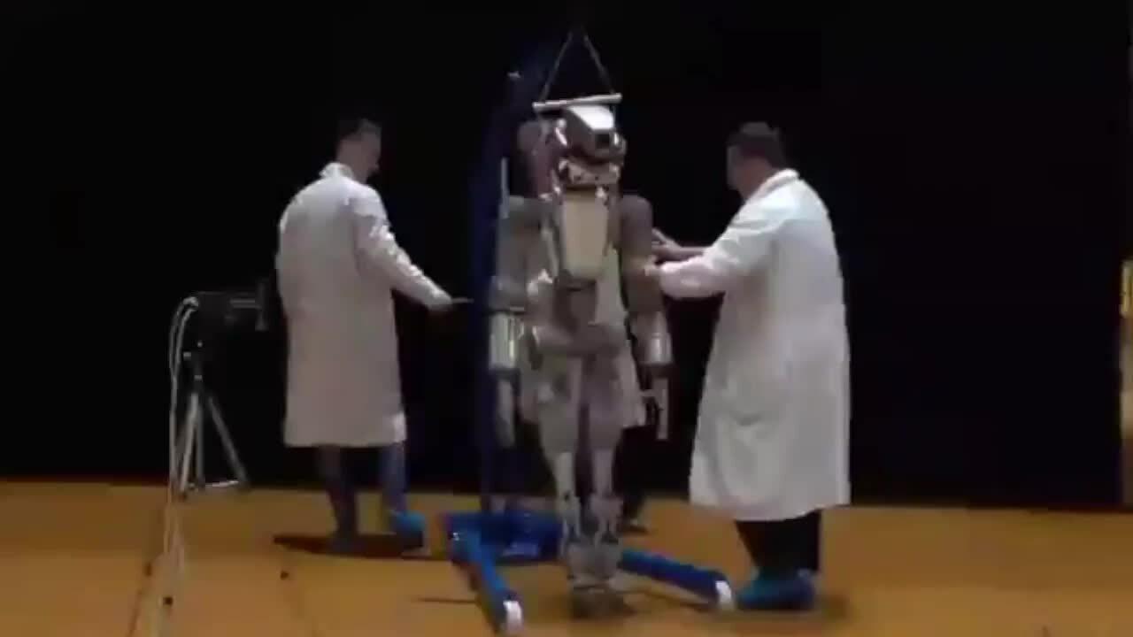 Robot giống người của Nga sắp bay lên trạm vũ trụ ISS