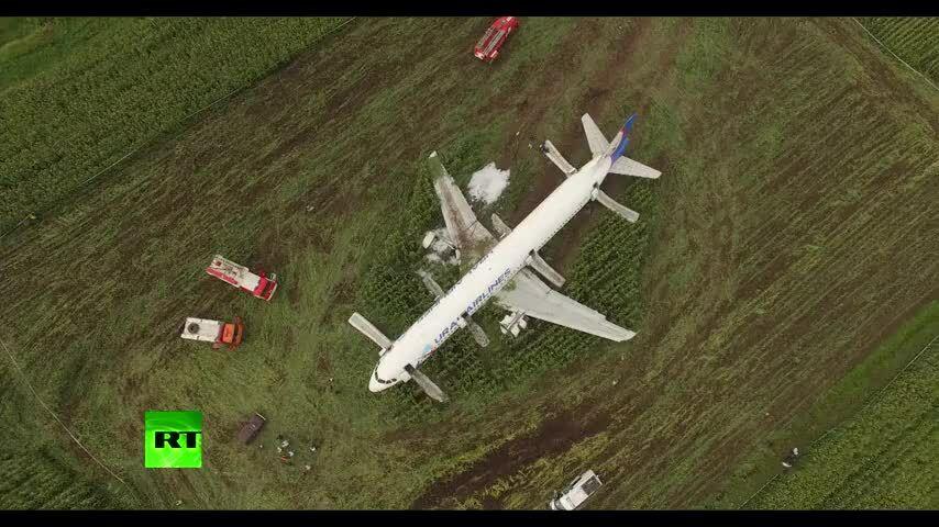 Nga sẽ trao thưởng cho phi công hạ cánh máy bay xuống đồng ngô