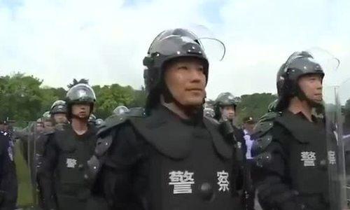 Cảnh sát Trung Quốc diễn tập chống bạo động gần Hong Kong