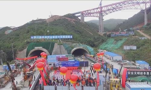 Trung Quốc xây đường hầm cao tốc xoắn dài nhất thế giới