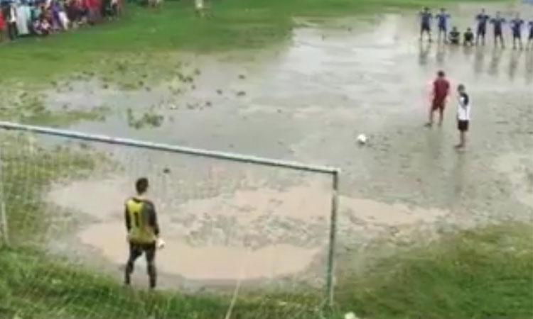 Loạt đá penalty kịch tính của giải làng