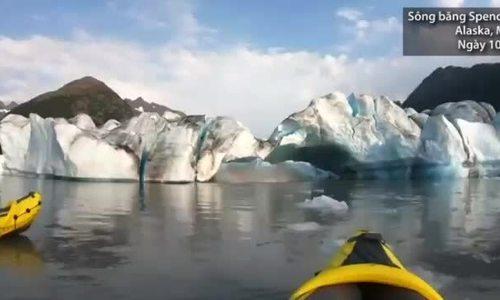 Hai người chèo thuyền thoát chết khi băng lở trên sông ở Mỹ