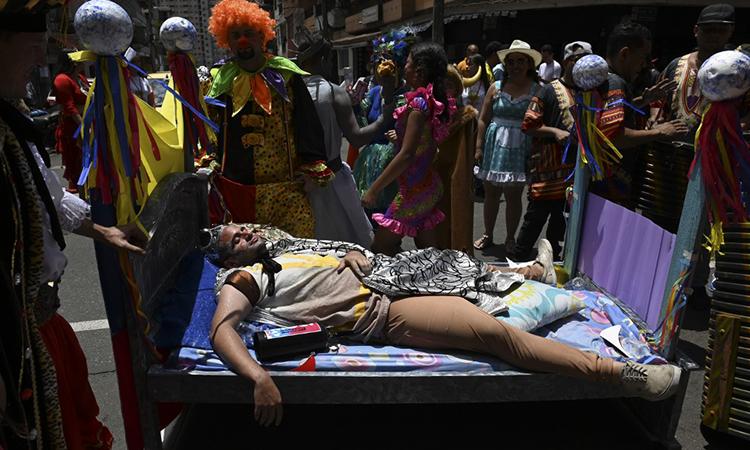 Dân Colombia ngủ giữa đường nhân 'Ngày Quốc tế lười biếng'