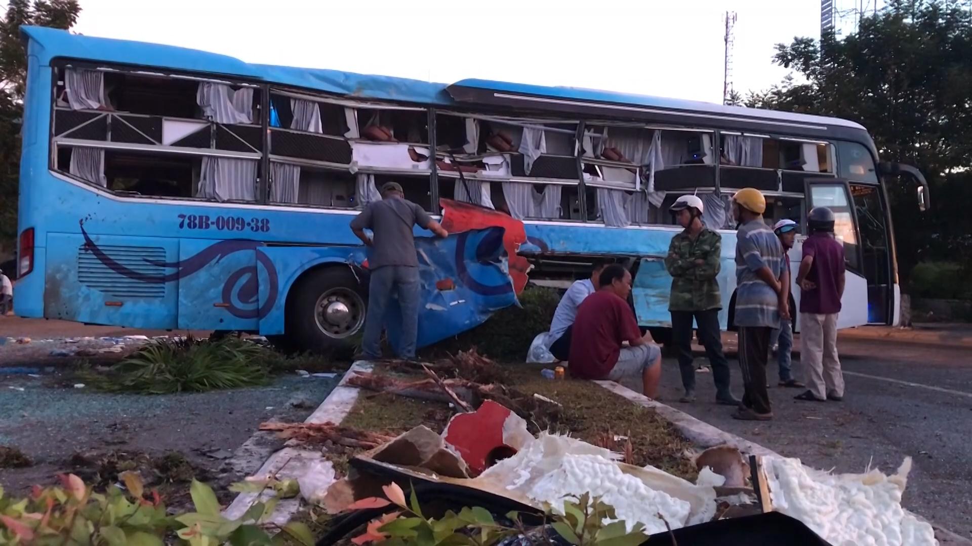 Một người chết, 40 người bị thương khi hai xe khách tông nhau