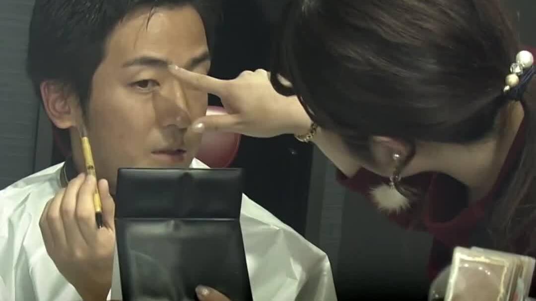 Đàn ông Nhật Bản nâng cao tự tin nhờ trang điểm