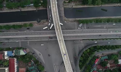 Bốn nút giao có nhiều tầng xe chạy giao với metro