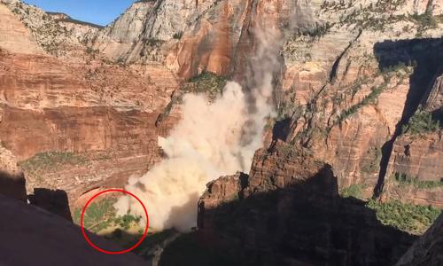 Đá lở suýt 'nuốt chửng' xe buýt dưới vách núi ở Mỹ