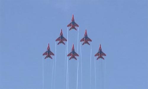 Dàn máy bay Nga biểu diễn tại triển lãm hàng không quốc tế