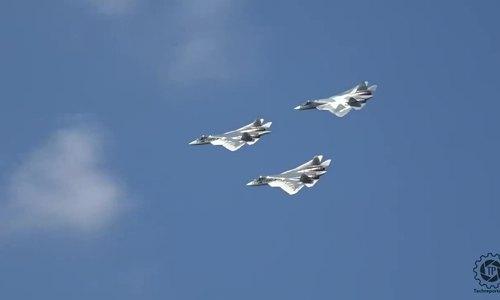 Dàn tiêm kích Nga trình diễn trên bầu trời Moskva