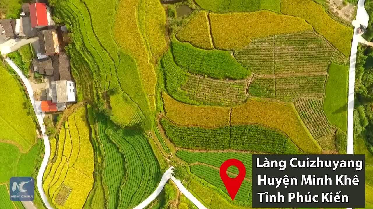 Ngôi làng 700 năm tuổi trong lòng miệng núi lửa cổ đại