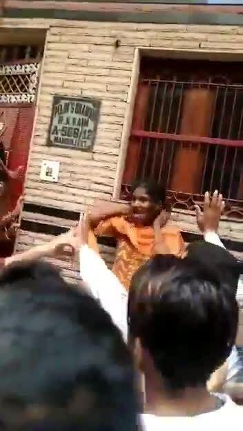 Thai phụ Ấn Độ bị đánh vì tin đồn bắt cóc trẻ em