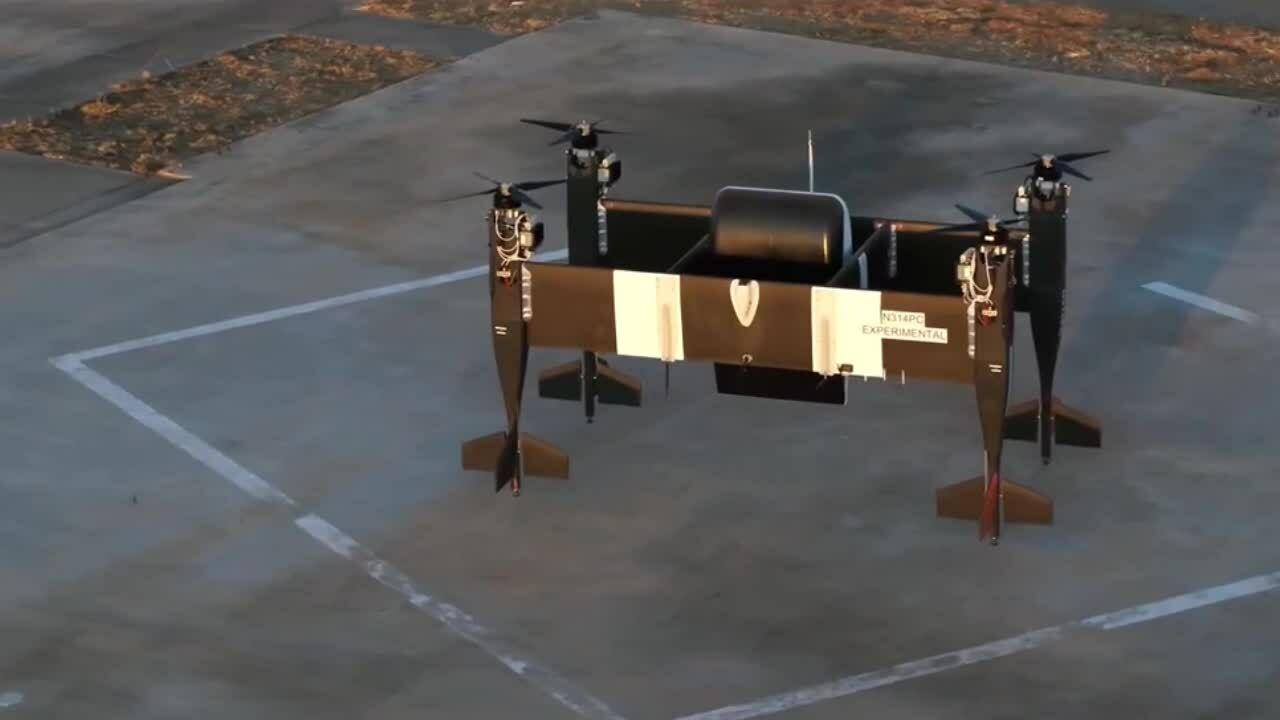 Drone tự hành có thể chở hàng hóa nặng hơn 30 kg