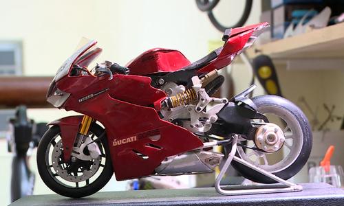 Chàng trai chế tạo mô hình xe máy từ linh kiện điện tử