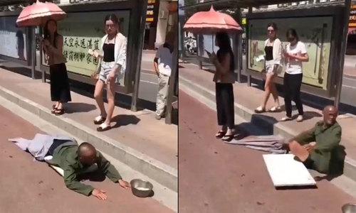 Thanh niên giả tàn tật ăn xin bị cô gái lật tẩy bẽ bàng