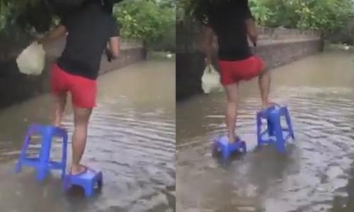 Cô gái dùng 'IQ vô cực' đi bộ trên phố khi đường ngập