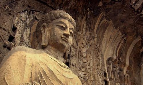 Trùng tu hang đá Phật giáo chứa 110.000 bức tượng